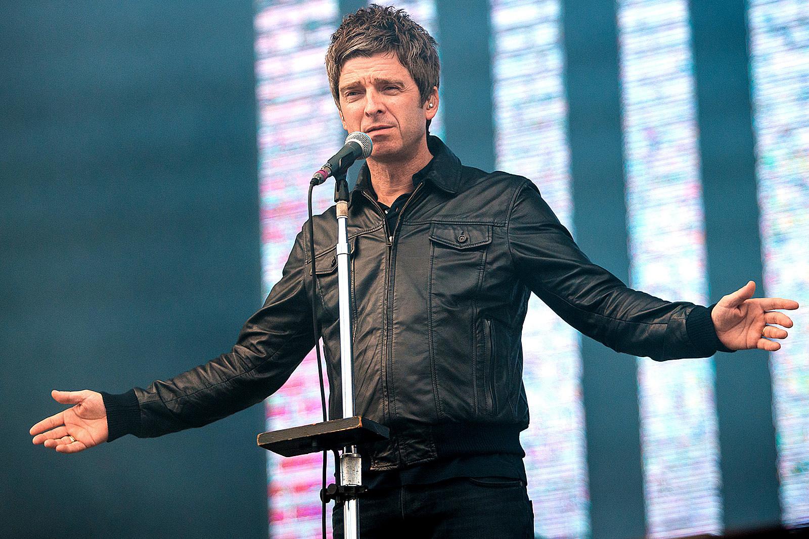 Noel Gallagher Says He'd Perform Alongside Liam Hologram