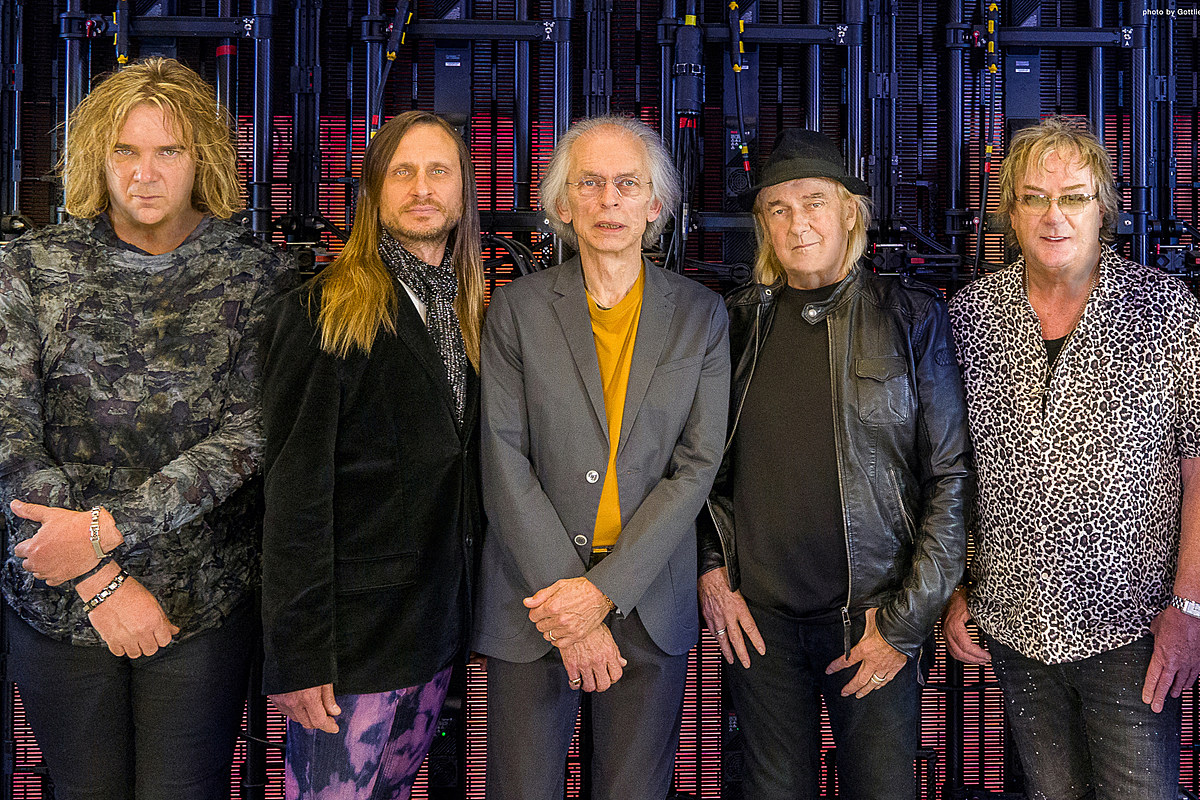 Yes' Steve Howe on 'The Quest' and Recording Without Chris Squire