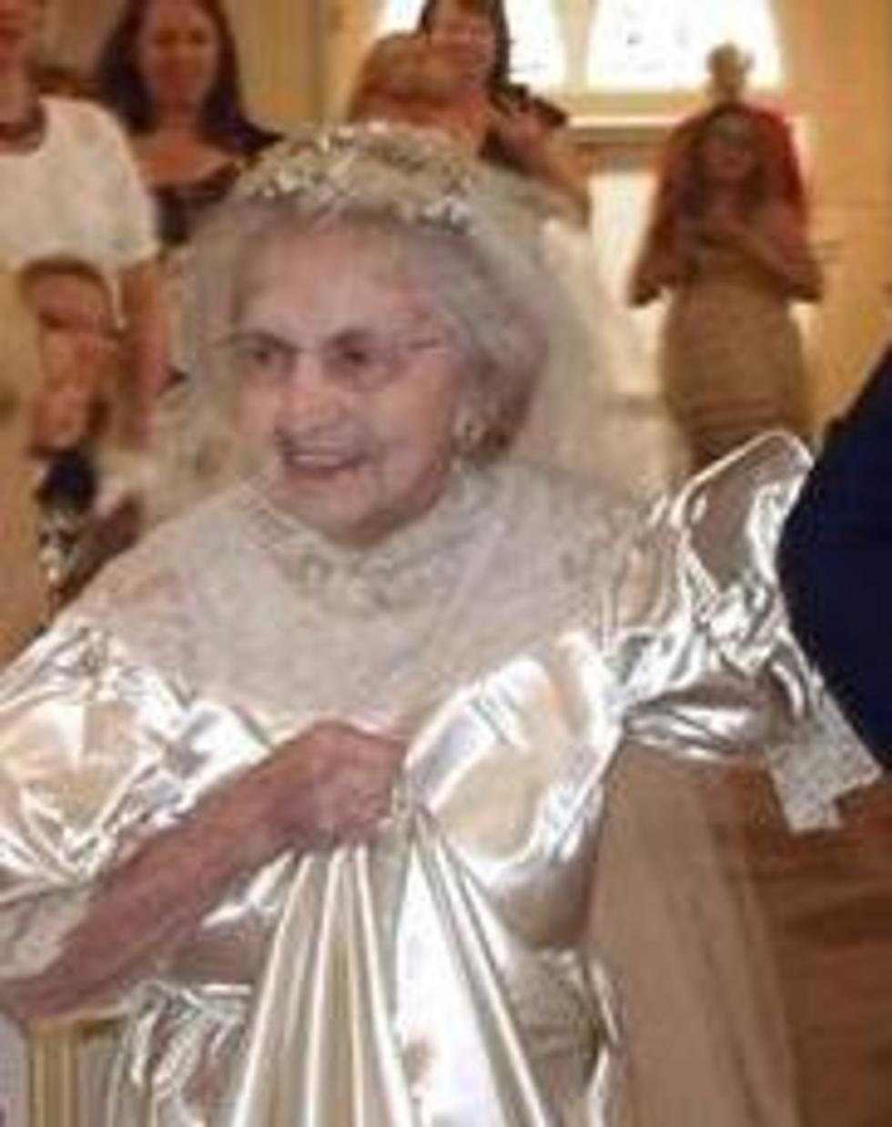 Something Old Is Something New Woman Wears Wedding Dress She Wore In 1938,African Lace Wedding Guest Dresses