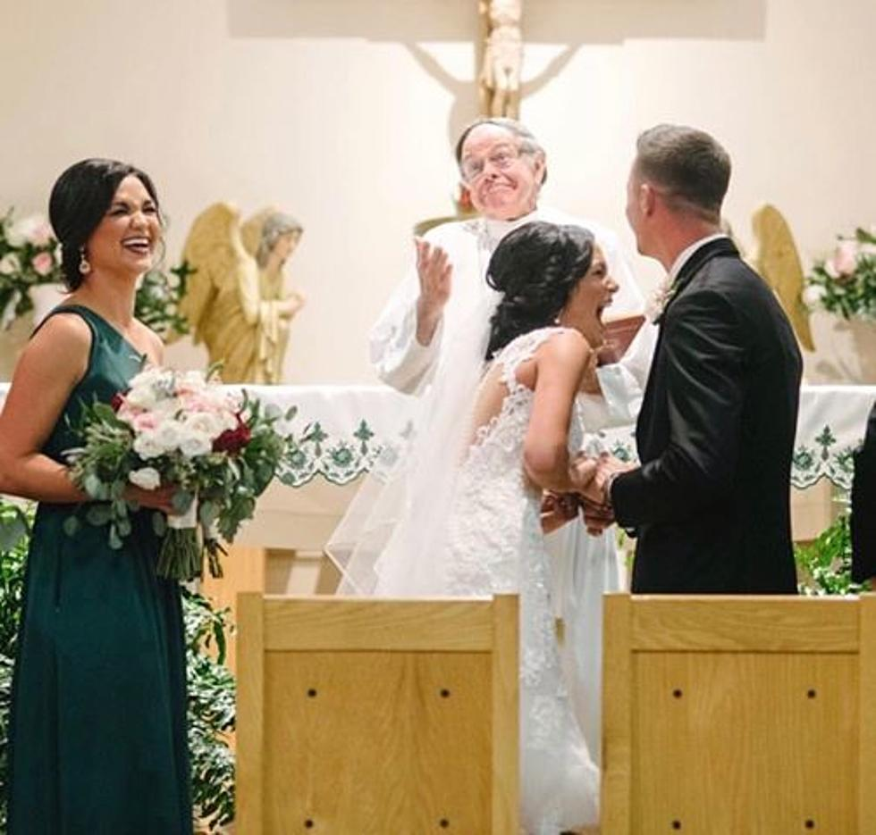 Funny Wedding Photos.Acadiana Couple Might Have The Funniest Wedding Picture You