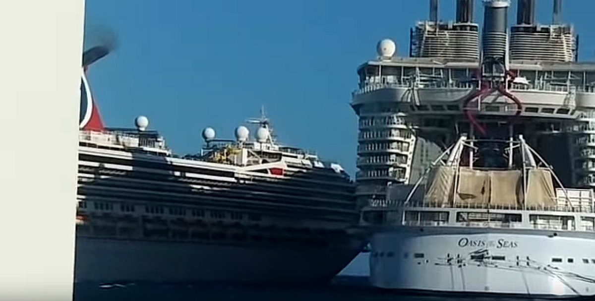Carnival Glory Crashes Into Carnival Legend at Port Cozumel