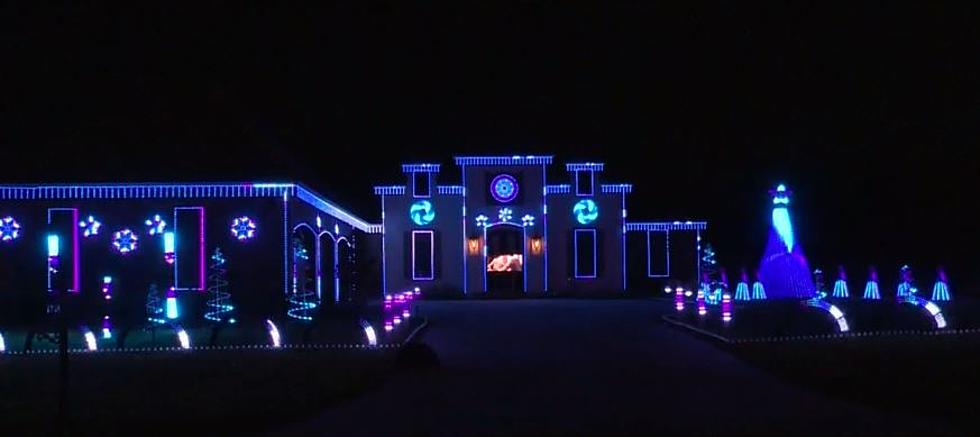 Hershey Kisses Commercial 2020 Christmas Remastered Monroe Family's Christmas Light Show Features 18,000 Lights