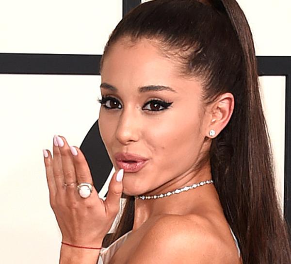 Ariana Grande Owns Troll On Twitter