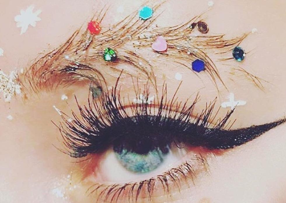 Christmas Tree Eyebrows.Christmas Tree Eyebrows Might Be The Most Extra Thing In 2017