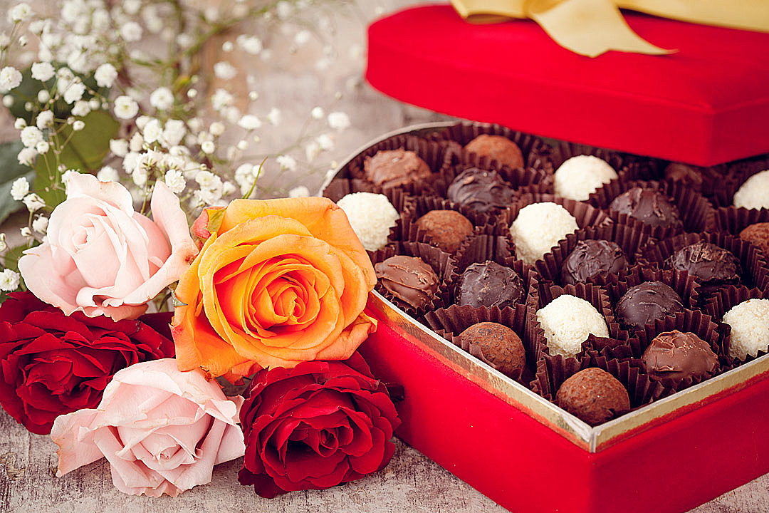 Flowers or Chocolate? Which Do We Prefer on Valentine\u0027s Day?