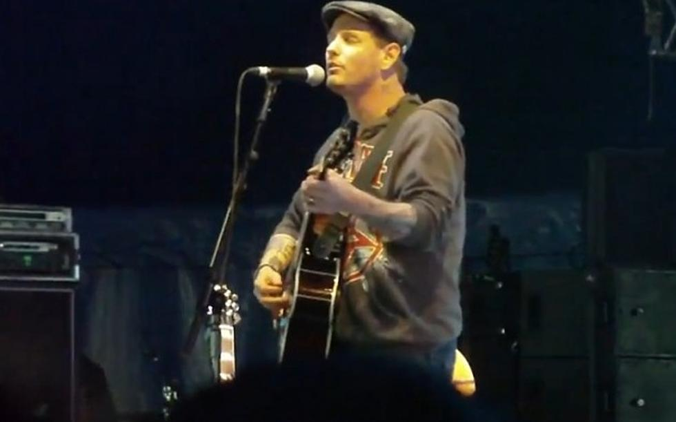 Corey Taylor Performing New Stone Sour Song 'Taciturn' At