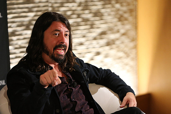 dave grohl new foos song was inspired by nirvana 39 s demise. Black Bedroom Furniture Sets. Home Design Ideas