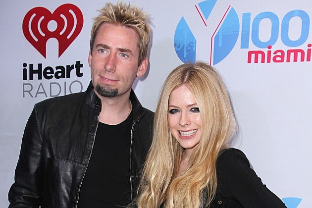 Who is the lead singer of nickelback dating