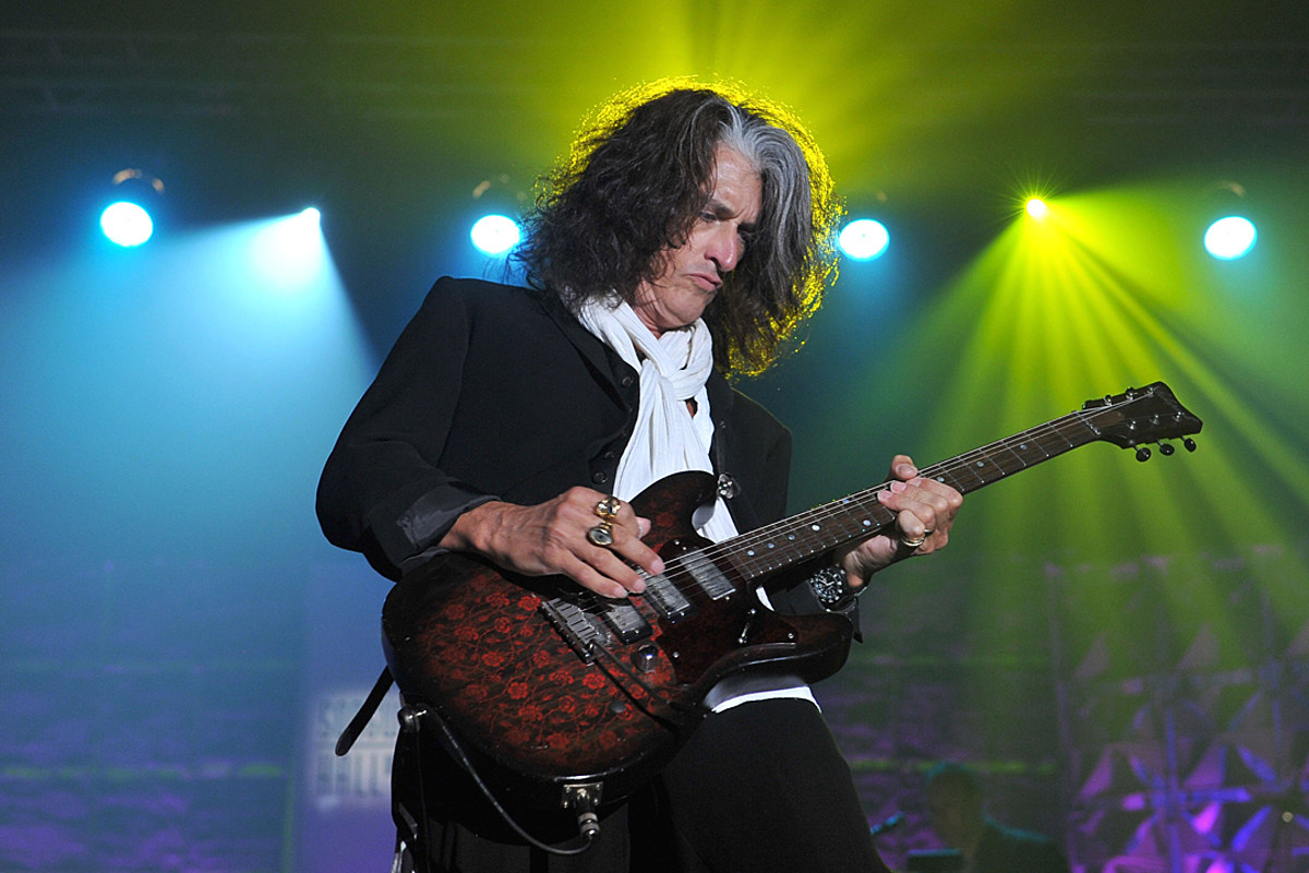 Joe Perry Can't Compare Playing in Aerosmith + Hollywood Vampires
