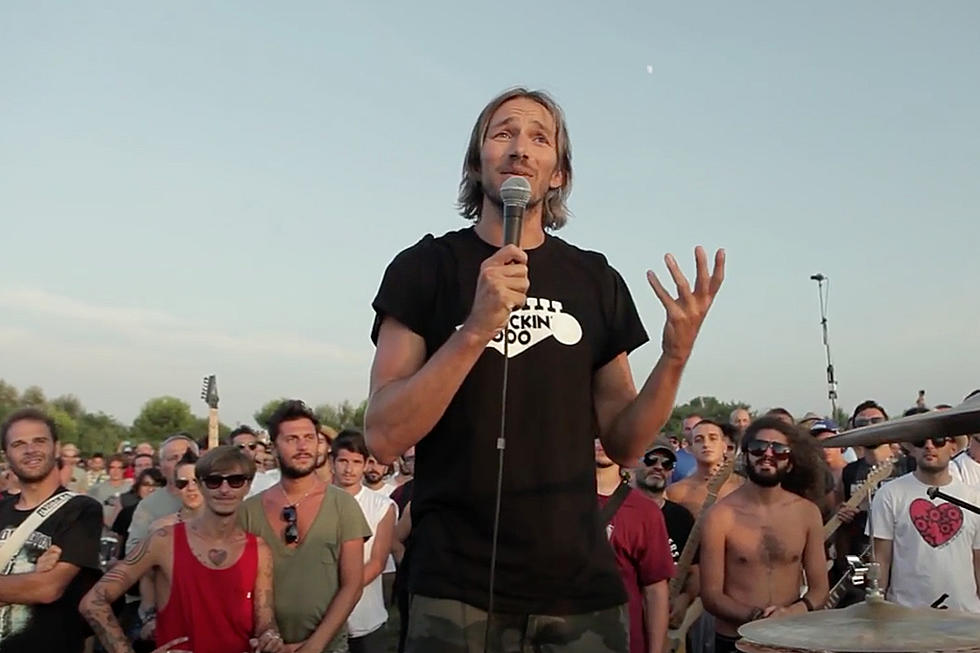 1,000 Musicians Perform Foo Fighters' 'Learn to Fly'