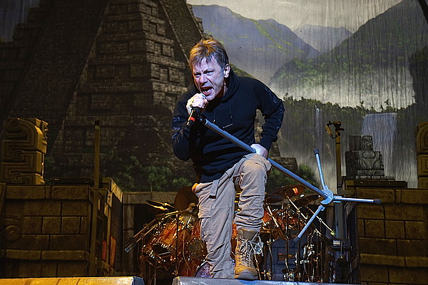 Iron Maiden's Bruce Dickinson Rips Unruly Audience Member