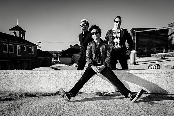Green Day Pay Tribute to Bay Area's Ghost Ship Victims