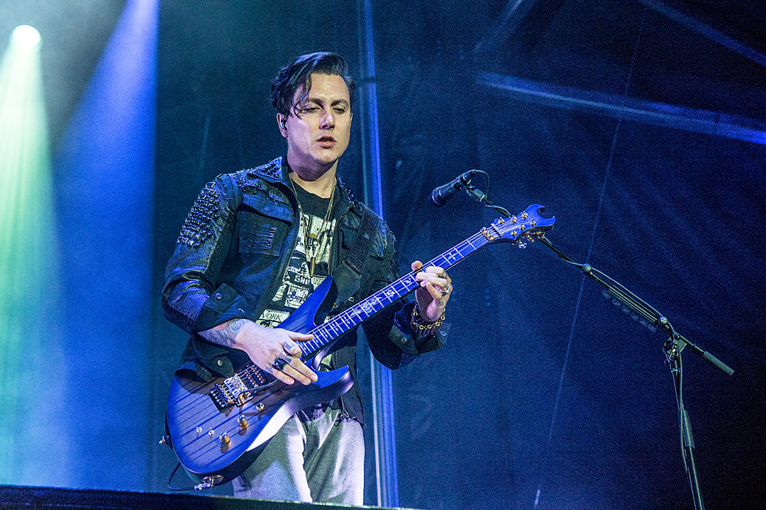 Synyster Gates > Loudwire ? Page 2