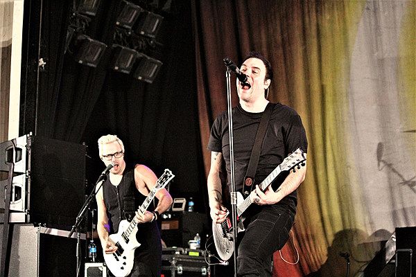 breaking benjamin keep the heavy coming with 39 save yourself 39. Black Bedroom Furniture Sets. Home Design Ideas