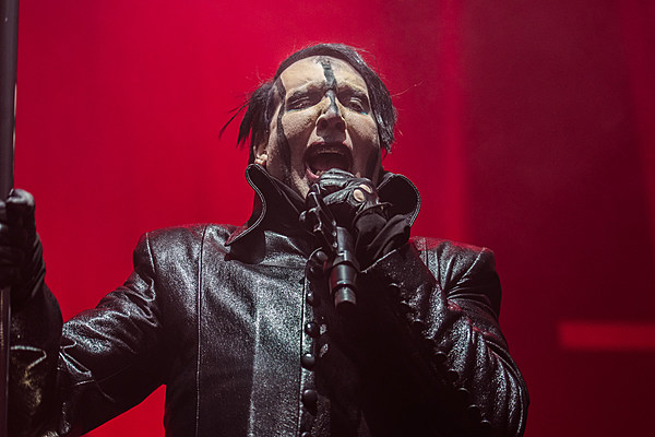 marilyn manson rocks new york city before stage prop ends show early photos. Black Bedroom Furniture Sets. Home Design Ideas