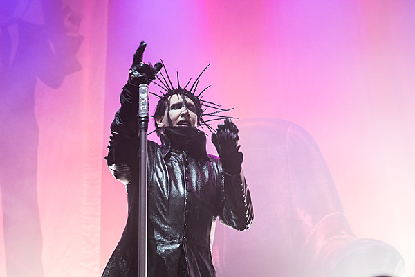 marilyn manson has onstage meltdown at new york show. Black Bedroom Furniture Sets. Home Design Ideas