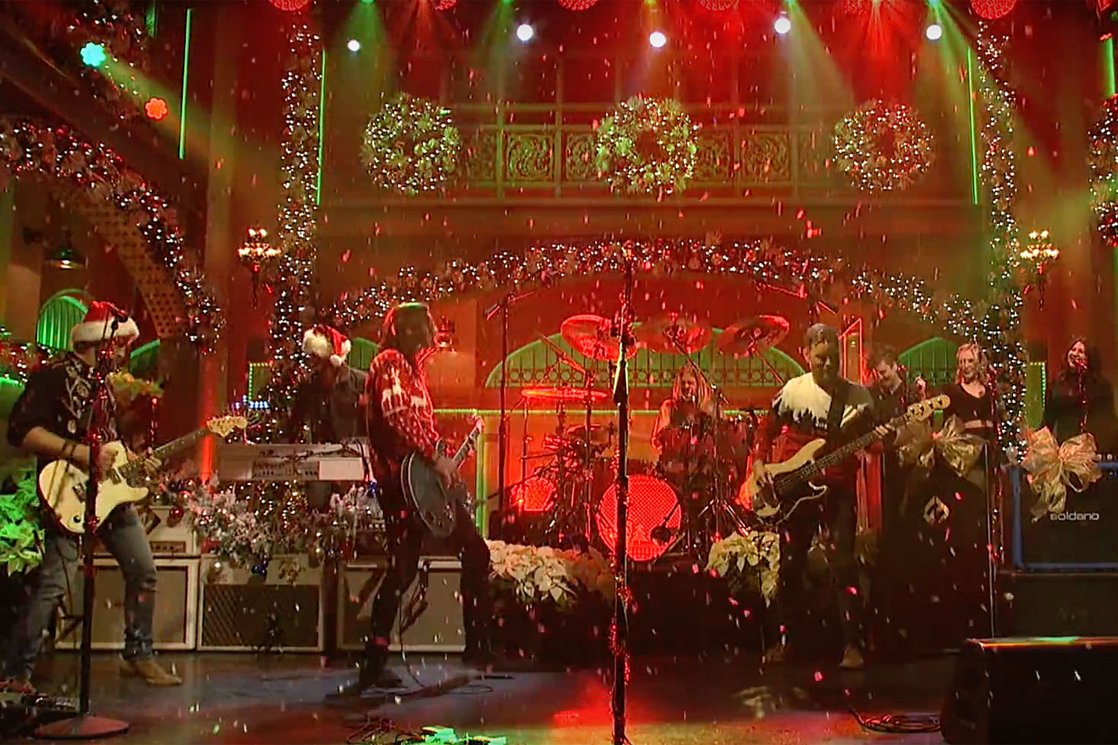 Foo Fighters Snl Christmas.Foo Fighters Celebrate Everlong Christmas On Snl