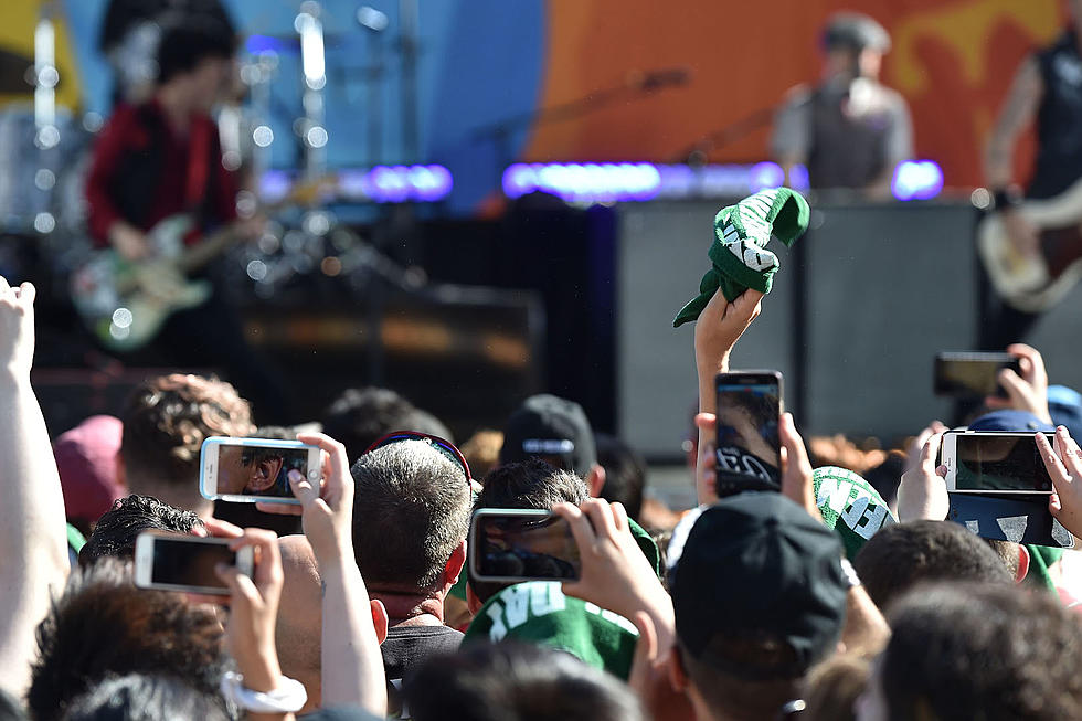 Cell Phones at Concerts: To Ban or Not to Ban?