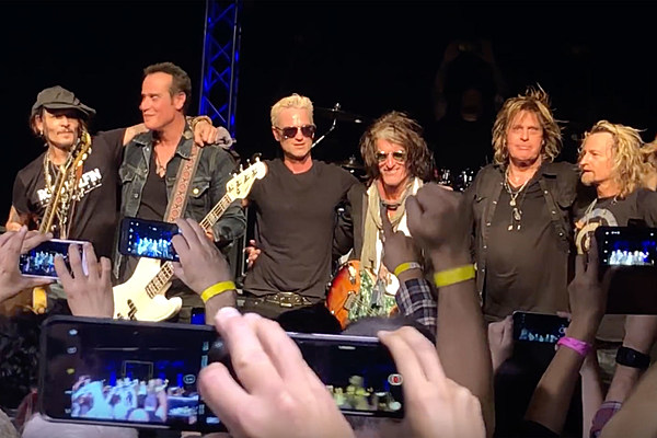 Stone Temple Pilots Welcome Joe Perry Johnny Depp In
