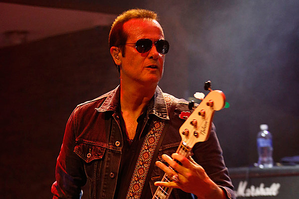 robert deleo bows out of hollywood vampires touring