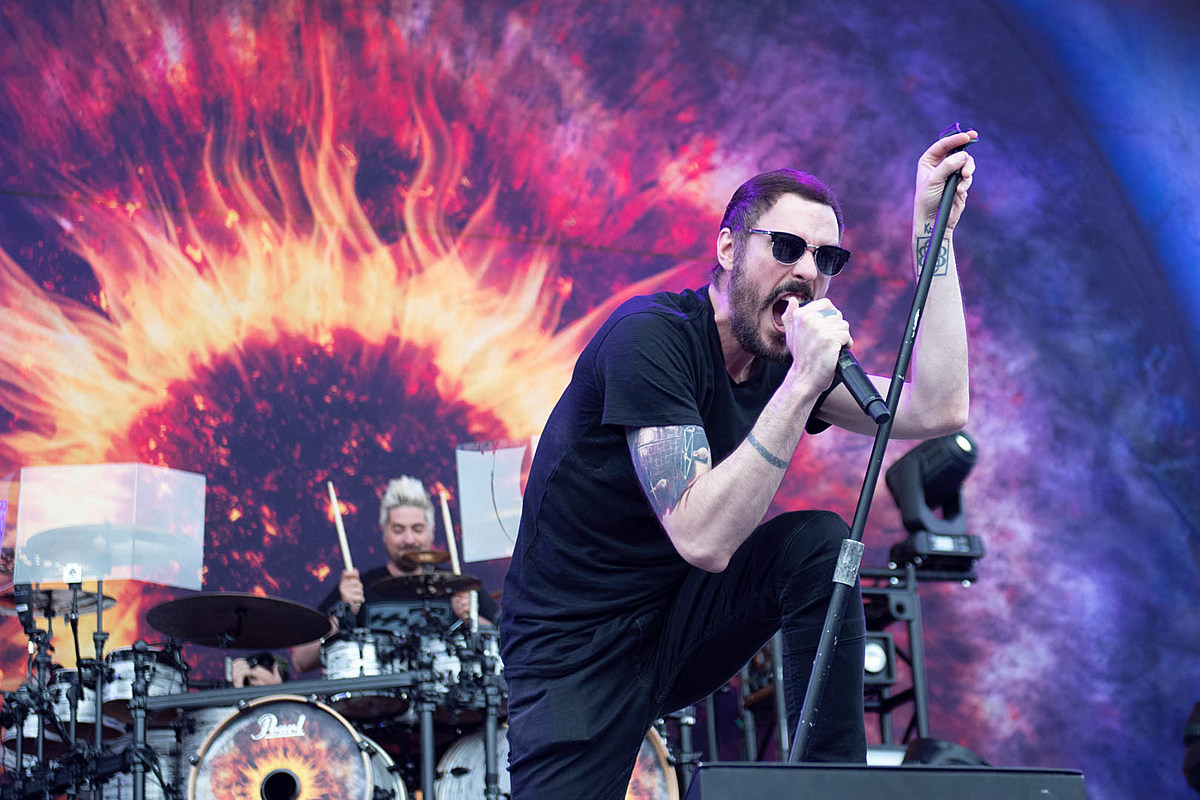 breaking benjamin acoustic album to include up to three new songs