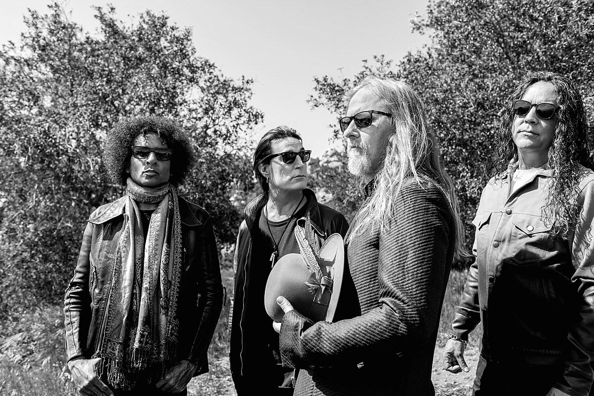 Alice in Chains' 'Rainier Fog' Album Gets 'Black Antenna' Film
