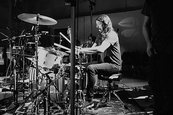 Dave Grohl Unleashes Multi-Instrument 'Play' Documentary