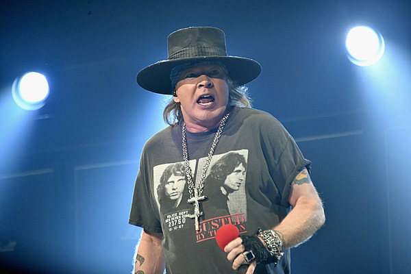 axl rose slash_Guns N Roses Show Cut Short, Axl Rose Falls Severely Ill