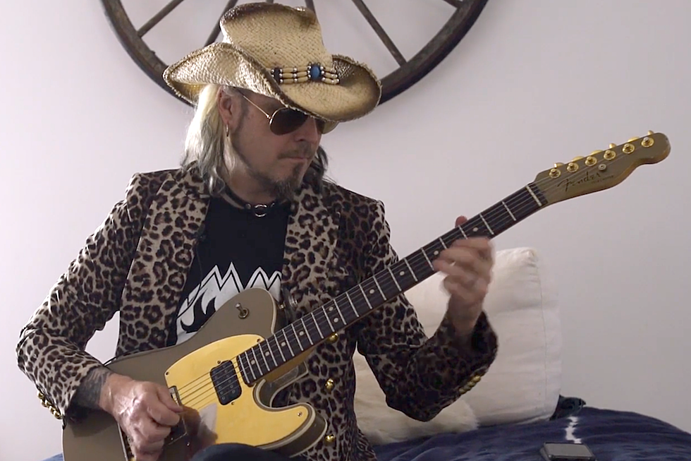 5d0b2166f08 Watch John 5 Shred Bluegrass + DJ Inspired Guitar Parts