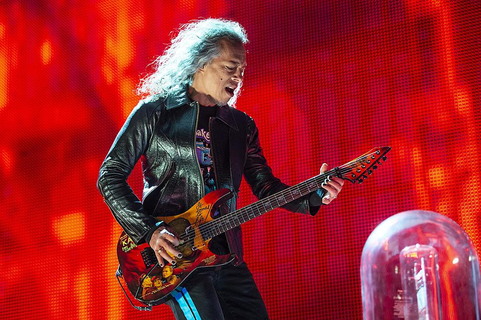 Metallica's Kirk Hammett Slips on Wah-Wah Pedal, Keeps His Cool