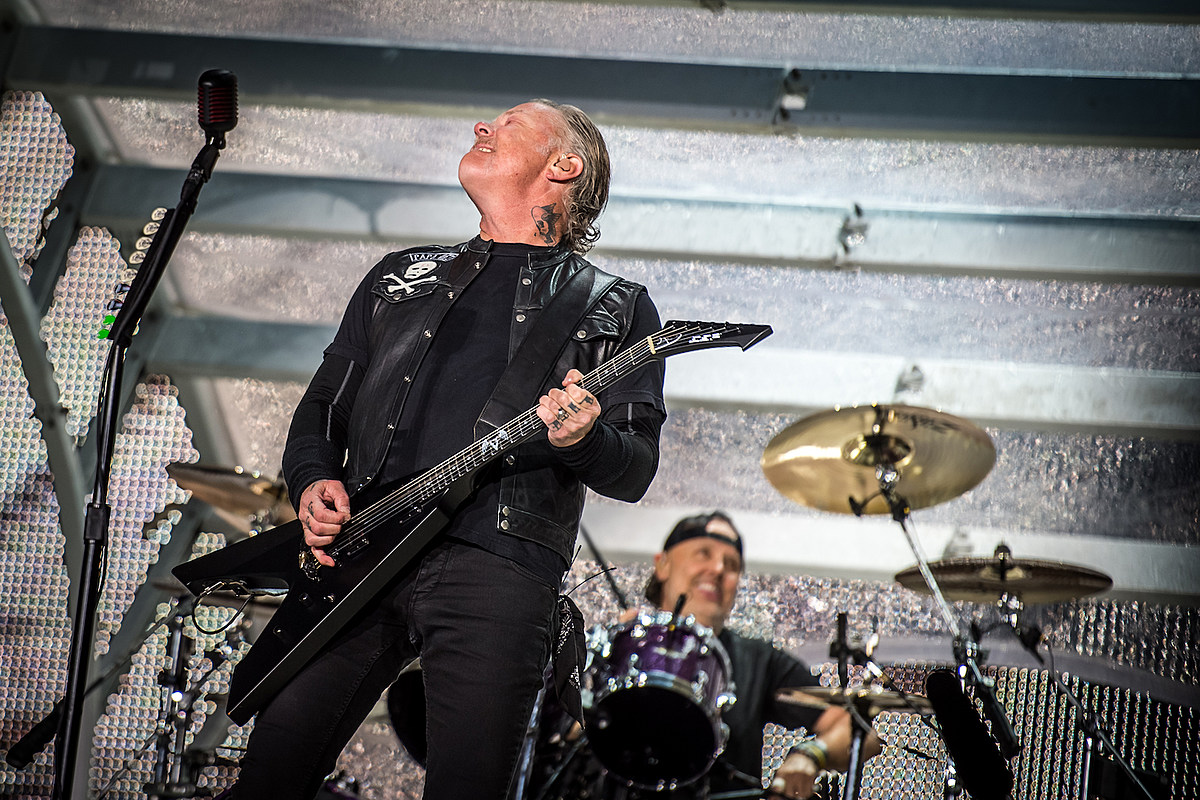 Metallica Give Back to Ireland + Get Picnic Basket From U2