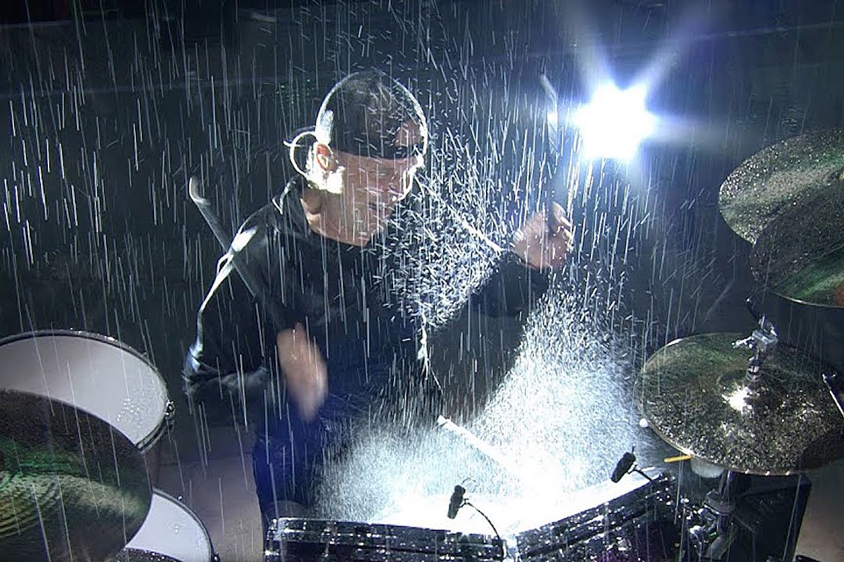 Metallica Playing 'Master of Puppets' in Crazy Downpour is Epic