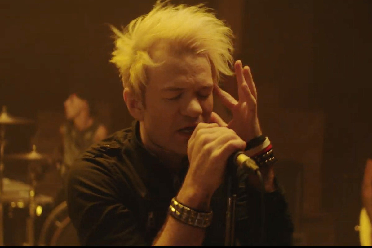Sum 41 Examine Divisive Political Culture in '45' Video