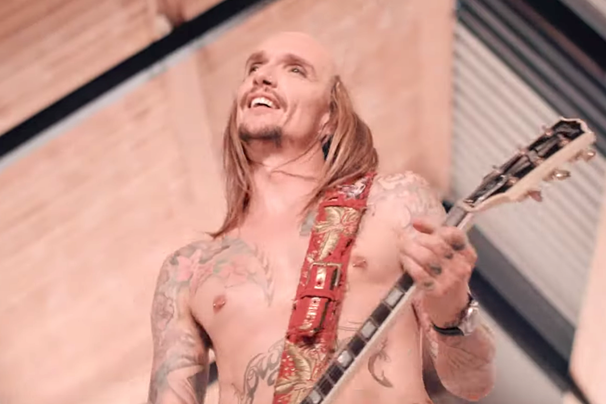 The Darkness Proclaim 'Rock and Roll Deserves to Die'