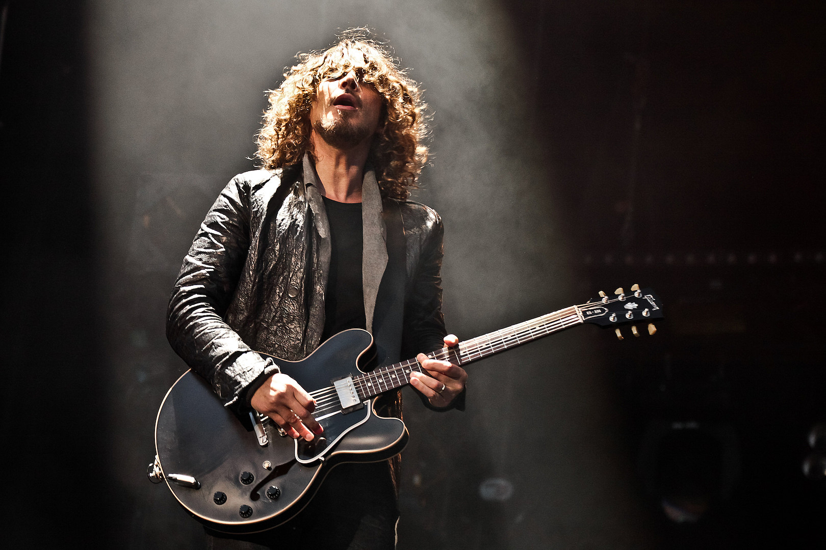 Chris Cornell, Chester Bennington Remembered by Bands + Family