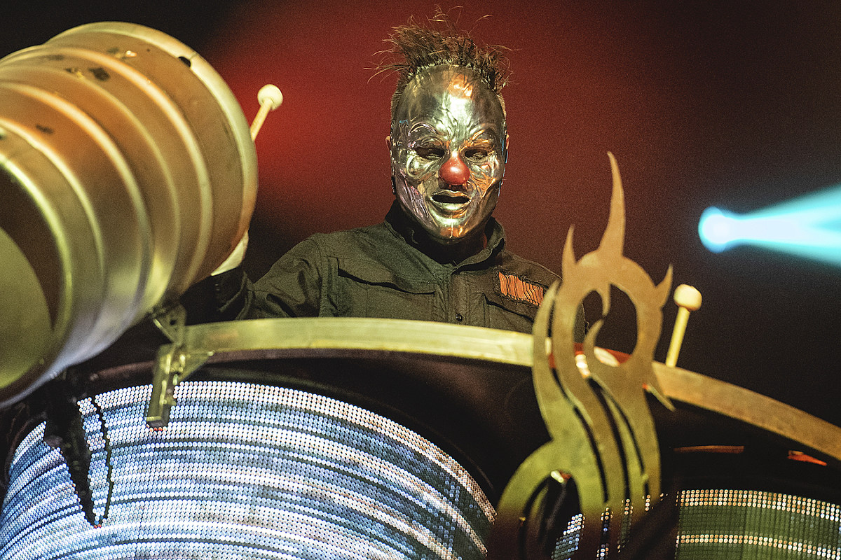 Slipknot's 'Look Outside Your Window' Was Scheduled for Christmas