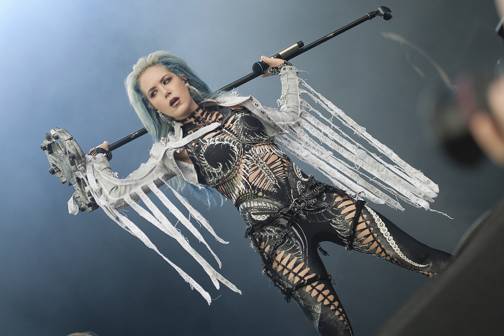 Arch Enemy S Alissa White Gluz Gets Part In Gears 5 Video Game