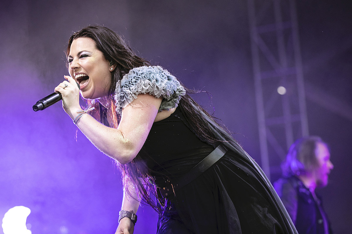 Equipment Truck Accident Forces Evanescence to Play Acoustic Show