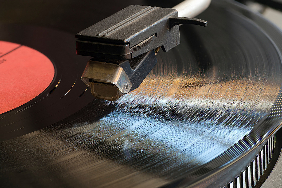 Vinyl Records Set To Outsell Cds For First Time Since 1986