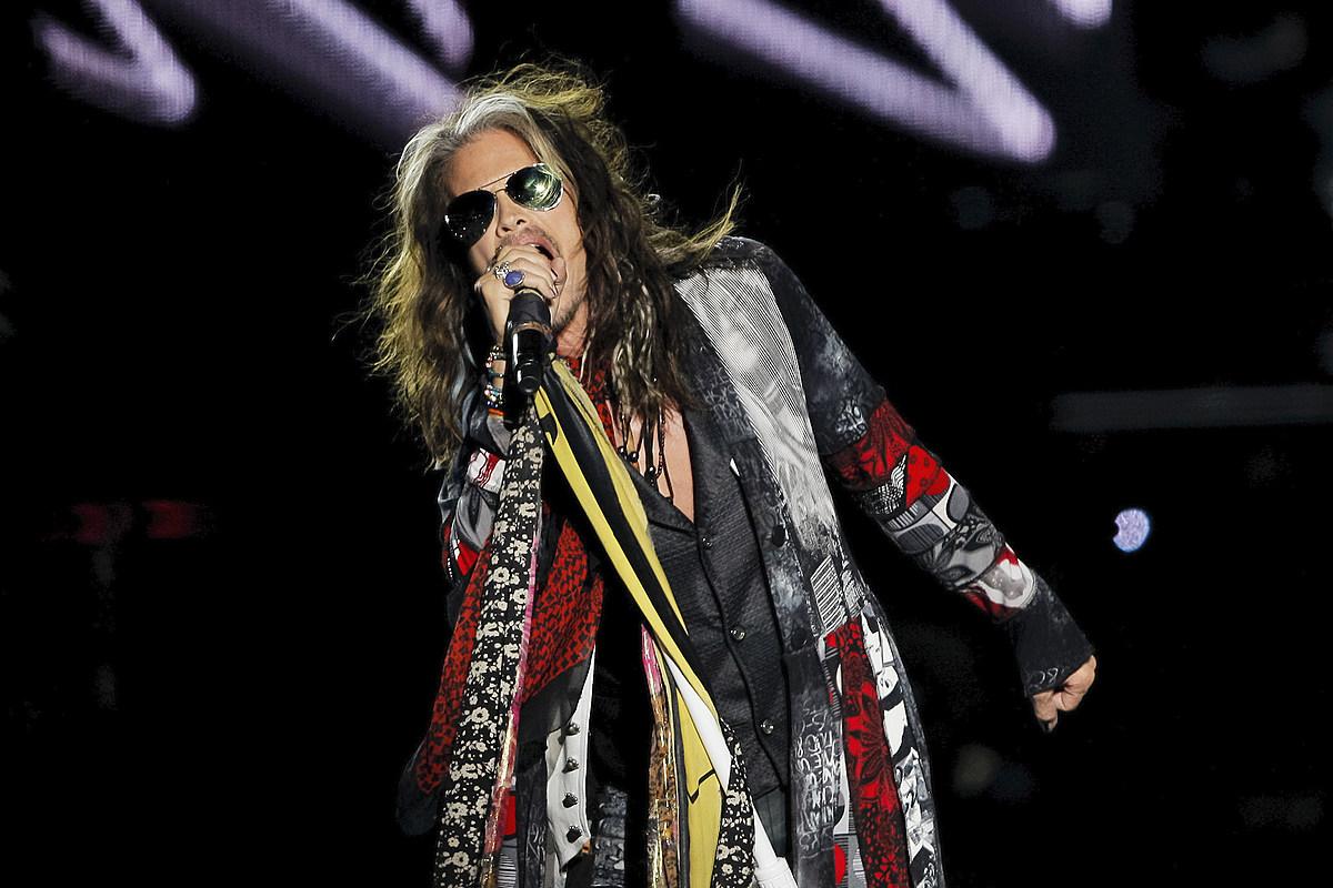 Aerosmith's Steven Tyler Humps 'Fan' Onstage, Daughters Cringe