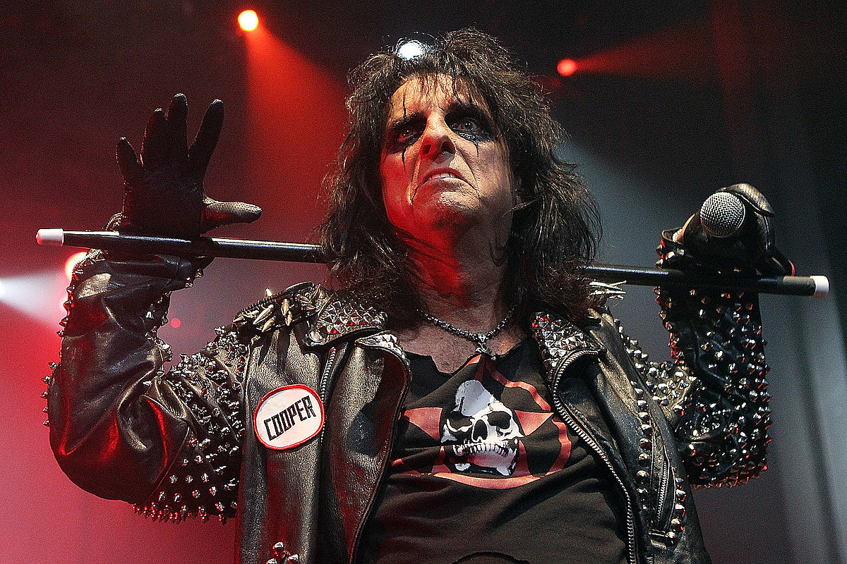 Alice Cooper Paranormal Alice Cooper to Deliver Spooky Story Time Scares Virtually