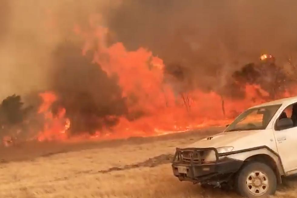 Katastrofalni požar u Australiji - Page 4 Fire-Tornado