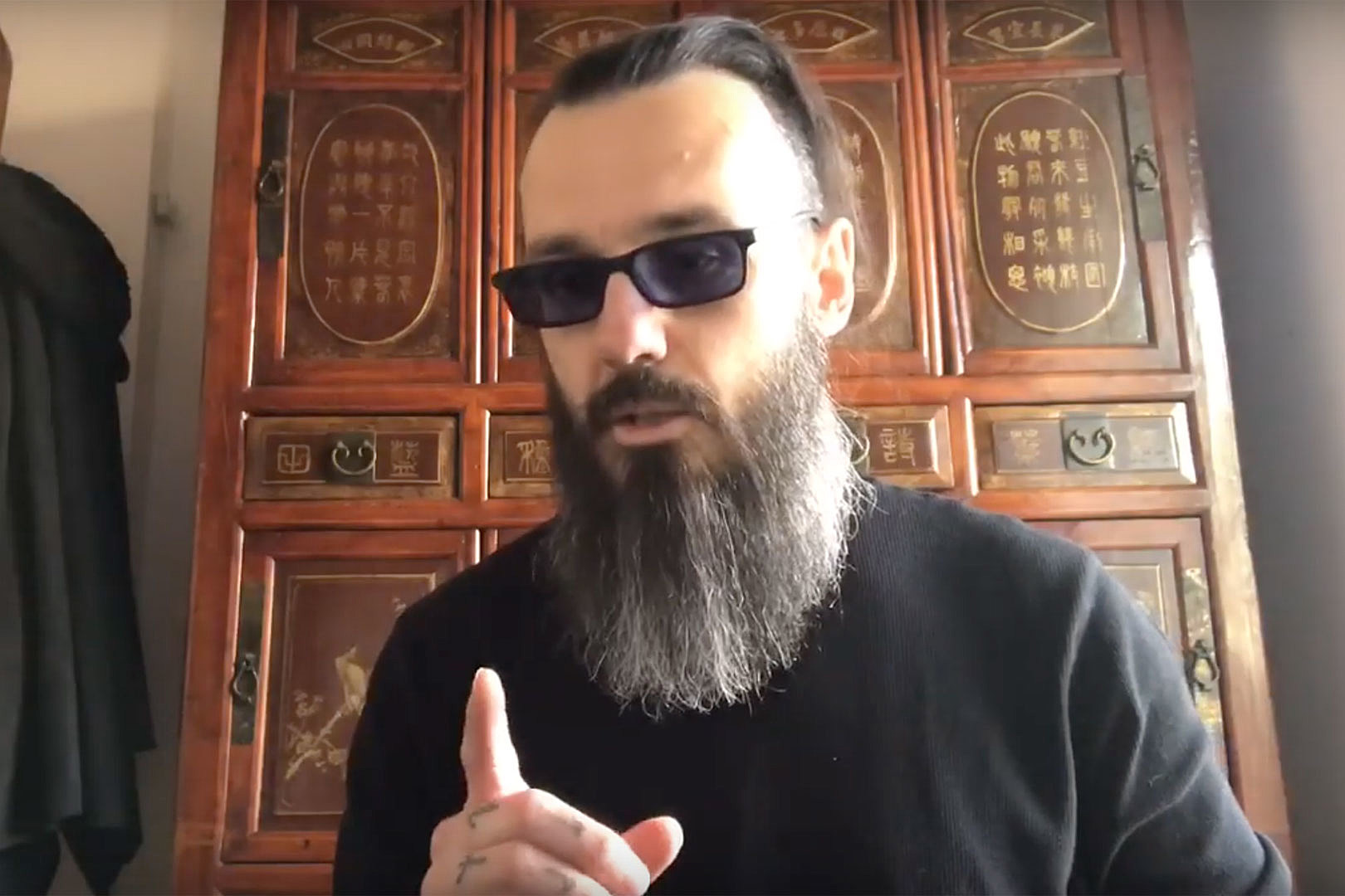 Damien Echols Offers Tips For Surviving Isolation