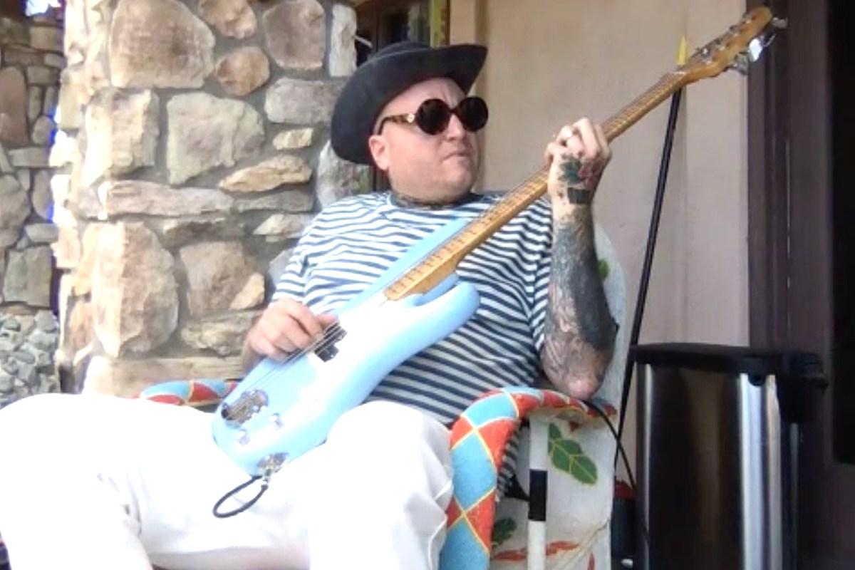 Sublime Legend Eric Wilson Plays His Favorite Bass Riffs