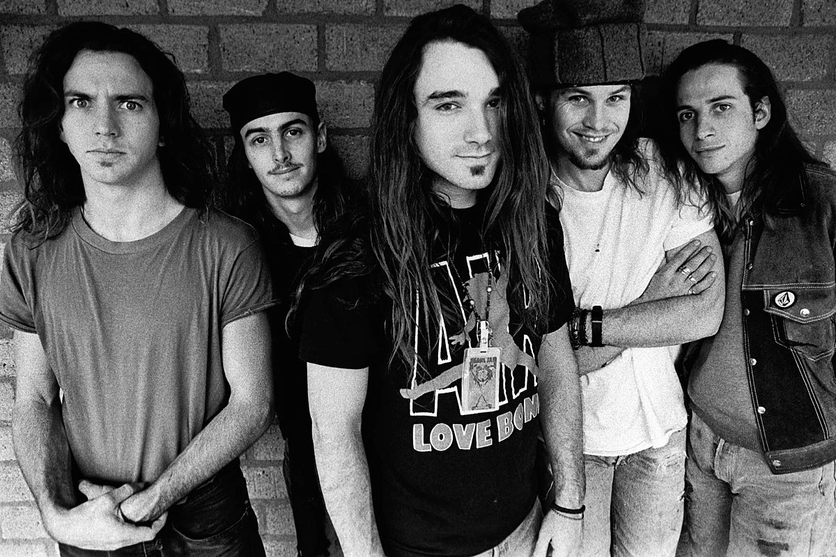 GettyImages 86111976 Pearl Jam's 'Ten': 10 Facts Only Superfans Would Know