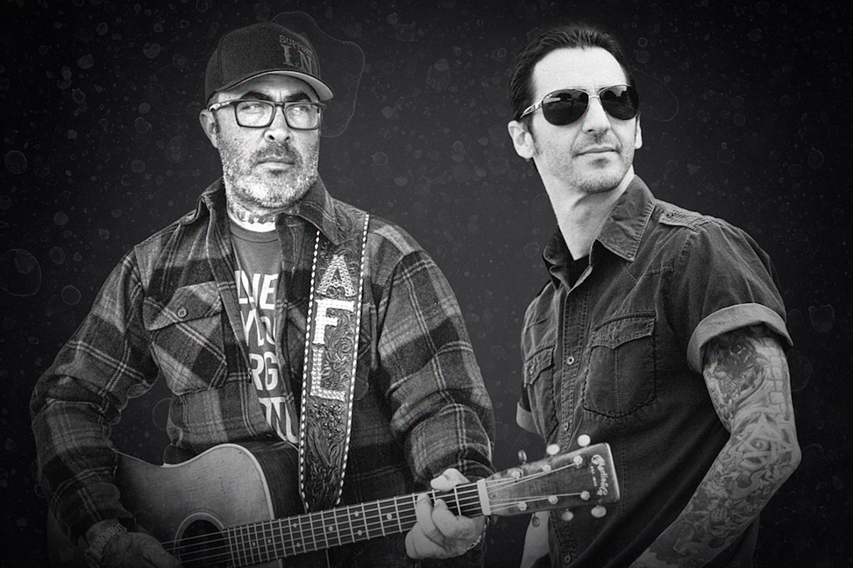 AaronLewisSullyErna Aaron Lewis, Sully Erna To Play Together Onstage on Drive-In Tour