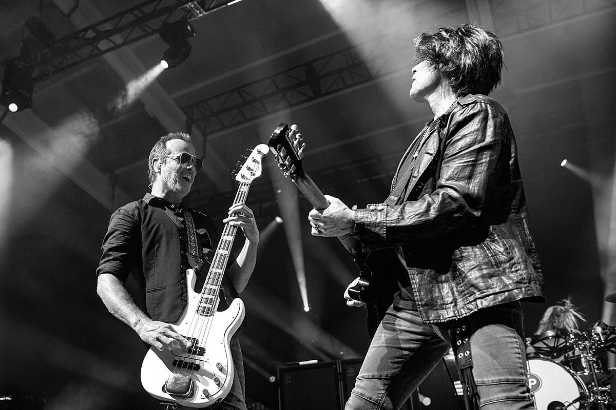 Stone Temple Pilots Emily Paine Stone Temple Pilots Announce 'Purple' Full Album Livestream