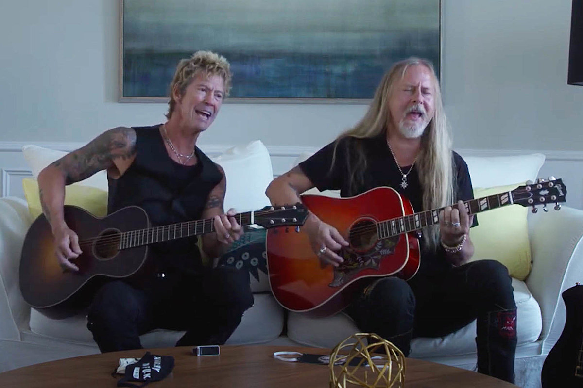 header Duff McKagan + Jerry Cantrell Play Cover of 'A Satisfied Mind'