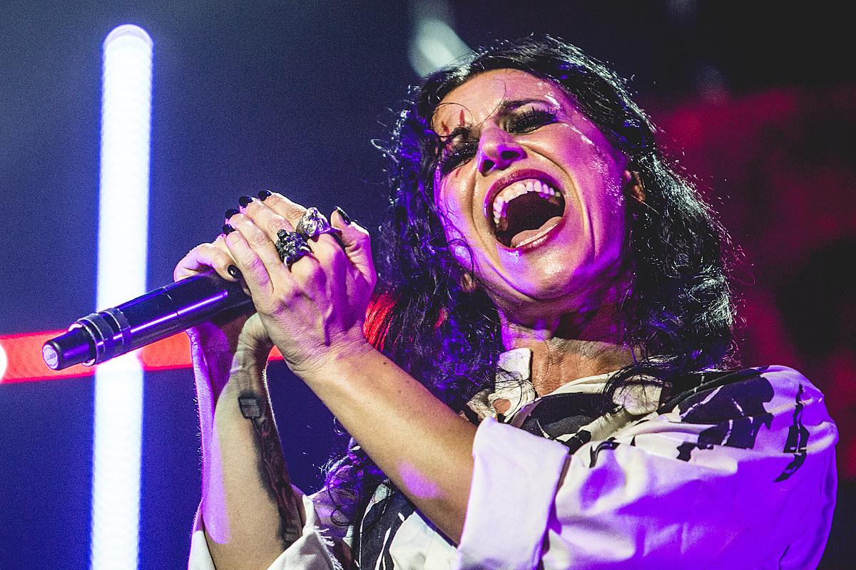 Кристина Скаббиа выразила возмущение фанатов по поводу безмолвного прямого эфира Lacuna Coil