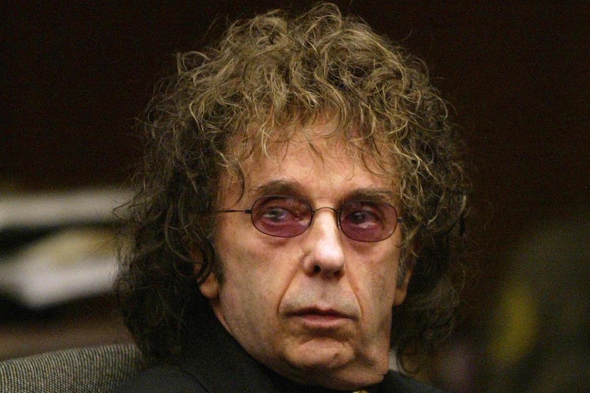 Продуктивный продюсер и осужденный убийца Фил Спектор умер